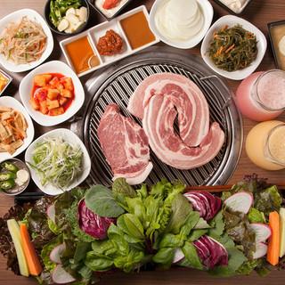 野菜とおかずがお替わり自由!サンパセットをご賞味くださいませ