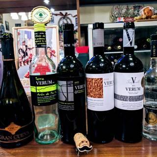 各地から厳選したスペインワインやシェリー酒をいつでも気軽に!