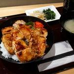 97475401 - 肉増し焼鳥丼(大盛り無料) 650円(税込み)