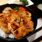 97475403 - 肉増し焼鳥丼(大盛り無料) 650円(税込み)