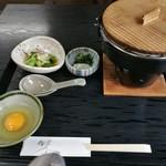牛鍋おおき - 最初の配膳状態。ご飯とお味噌汁は後から来ます。