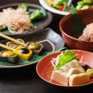 居酒屋定番メニューから、京都ならではの和食も取り揃え。