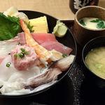 寿司 魚がし日本一 - 寿司 魚がし日本一 茅場町店 ランチ 海鮮丼 税込980円 シャリ少な目・ガリ大でお願い