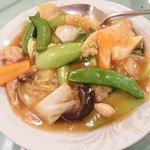 四川料理 萬来軒 - ランチタイムに担々麺とセットで800円の中華丼。