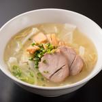 肉と韓国料理 たつりき - 牛骨からダシをとった、絶品ラーメン