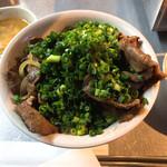 肉たらし - ネギまみれ牛たん丼 850円