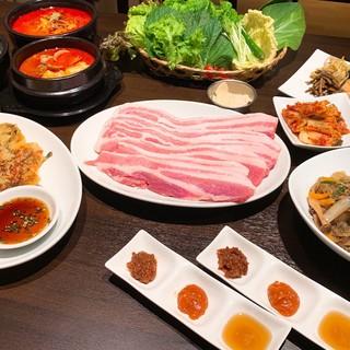 サムギョプサルと韓国鍋の店 美韓(みかん)