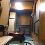 狭山 - 奥の座敷にライト点灯中でした(´ω`)