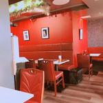 バンゲラズ キッチン - 総席数23席(テーブル20席、カウンター3席)の小規模店舗