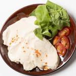 鶏胸肉のトンナートソース