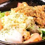 肉酒場 閑太郎 - 肉にくスパイスポテトサラダ