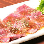 肉酒場 閑太郎 - 牛肉の生ハムゆずサラダ添え