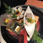97497602 - 菊菜のお浸しヘコシ乗せ、あん肝豆腐、銀杏、ムカゴのチーズ寄せ、カブで蟹を巻いて蟹ミソ添えた巻物、                       サーモンと長芋