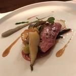レストラン ラリューム - フランスシャラン産マダムビュルゴーの鴨胸肉のロースト