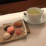 レストラン ラリューム - 小菓子とハーブティ