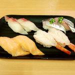 九州すし市場 - 料理写真:「はまち」「あじ」「特大トロサーモン」「特大赤えび」