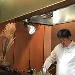 レストラン ラリューム - 進藤シェフ 料理に集中してます