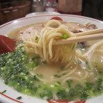 唐そば - エッジが効いた自家製の細麺。