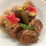 さらり~まん割烹 味ひろ - 煮物盛り合わせ(ホタテ、フキ、しらたき、里芋)。好きな煮物を選べます。