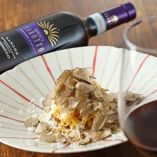 ソムリエ厳選のワインと目の前で調理されるお料理のマリアージュ