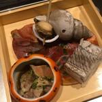 日本料理 錦りゅう - 巨大バイ貝、あん肝、太刀魚の押し寿司