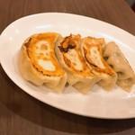 向陽飯店 - 向陽飯店特製 焼き餃子(5個)