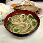 ことぶき食堂 - ・定食のお汁は沖縄そば