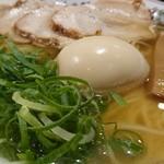 金久右衛門 - 金醤油ラーメン+チャーシュー 2018/11/21