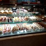 97508674 - ケーキのショーケース