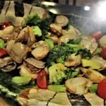 パルケ・ミエール - ランチビュッフェ:帆立とブロッコリーの橙酢風味。     2018.11.19
