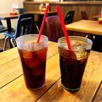 REDS' BURGER STORE - ドリンク写真:コーラと烏龍茶