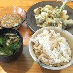 たつ庵 - 料理写真:牡蠣の天ぷら(おばんざい3品、漬物、ご飯、味噌汁付:1300円)