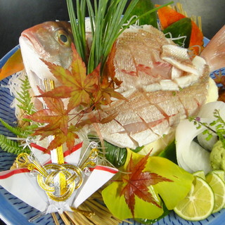 人生の節目のお祝いには、お店より鯛のお造り等をサービス