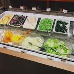 ジャンボステーキ ハンズ - 野菜ビュッフェの種類は多い