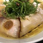 Japanese Soba Noodles 蔦 - 2種のチャーシューにボッタルガソース