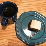 97523083 - キャロットケーキとコーヒー
