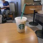 スターバックス・コーヒー - ドリンク写真:「アイススターバックスソイラテ」は、コーヒーの苦味と香り、豆乳独特の風味と円やかさがバランス良く効いて後味キリリ!よく歩いた後に飲むのにピッタリなウマさが楽しめました!