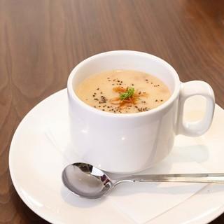おかわりしたくなる絶品スープ