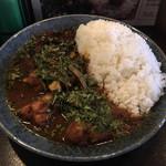 カレーノトリコ - インド風カレー950円+大盛100円。トッピングチキンで辛さ10