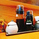 97533383 - 卓上調味料(ソース2種、自然塩2種、オリーブオイル、善光寺の七味)