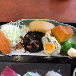 米寿司 - コロッケ、煮物など