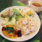 ゴービンダズ - 日替わりセット(1050円)の豆腐ハンバーグのロコモコ風、根菜ハーブ煮、おからサラダ、冬瓜とトマトのスープ
