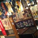 鉄板酒場 焼酎ミュージアム - 色んなモノが天井からぶら下がってる(>_<)