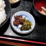 Maguroryourikibun - セルフのお漬け物(まぐろ昆布(?)と高菜漬け)