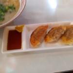 ドルフィン - 揚げ餃子? 平日の昼間だからお得に食べられる♪ 美味し。