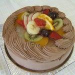 森と山 - フルーツたっぷり、オリジナルデコレーションケーキ