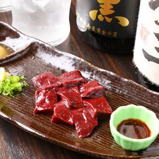 国産牛ホルモンを七輪焼きで!食べるべき一品『焼きレバー』