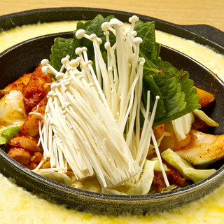 本場の「韓国の鍋」を使用