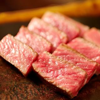 趣向を凝らした流れで、メインの肉を引き立てる