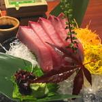 えびす鯛 - 寒ブリのお造り(961円)